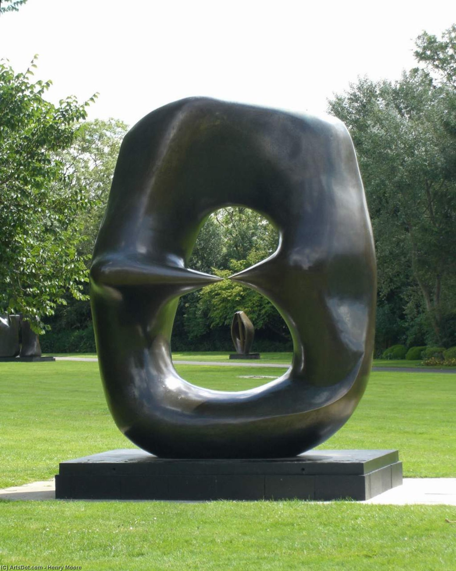 Ovale avec Points, sculpture de Henry Moore (1898-1986, United Kingdom)