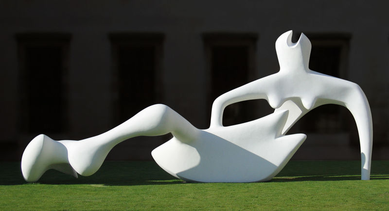 Figure inclinables, sculpture de Henry Moore (1898-1986, United Kingdom)