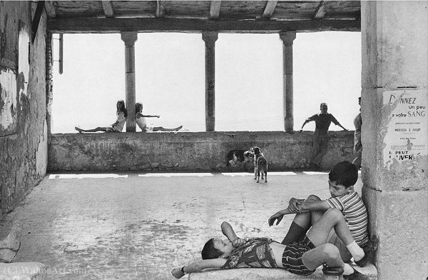 Simiane la Rotonde 1 970 de Henri Cartier-Bresson (1908-2004, France)